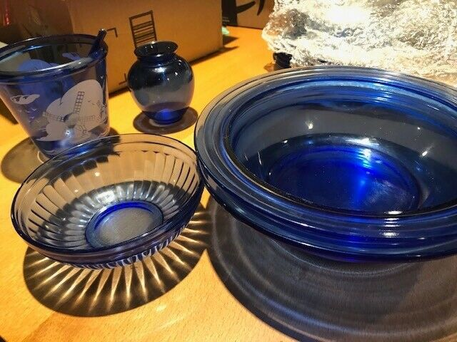 Hazel Atlas Moderntone Cobalt Blue assortment incl 2 serving bowls