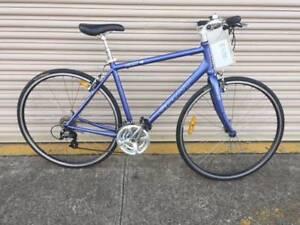 Giant unisex flat bar road bike - Refurbished