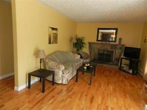 **$950/MTH BUNGALOW CLOSE TO UDEM AVAIL MAY 1**