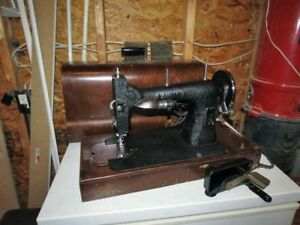 Working White Vintage Electric Sewing Machine