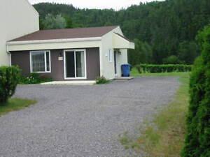 À St-Fulgence, 3 1/2 au rez de chaussée, cour indépendante Saguenay Saguenay-Lac-Saint-Jean image 2