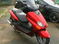 YAMAHA YP 125 R MAJESTY SCOOTER IN METALLIC RED ONLY 3000 MILES FROM NEW YES 3K