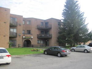 $900 all inclusive ! Huge 2 bdrm apartment on main floor
