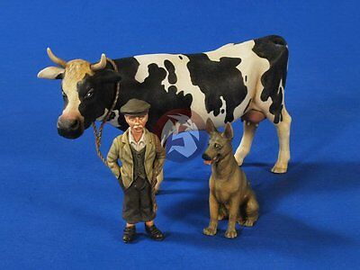 Verlinden 1/35 Farm Boy with Cow and German Shepherd Dog WWII 3 Figures 2631