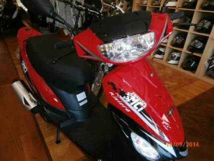BRAND NEW 50cc RIVIERA SCOOTER HEAPS OF FREE STUFF INCLUDED
