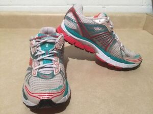 Women's Saucony Triumph 8 Running Shoes Size 9.5 London Ontario image 3