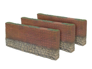 William Britains Waterloo Brick Wall Straights Sections 17908 Boxed