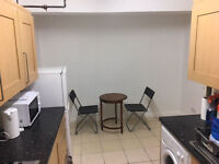 *SUPERB DOUBLE ROOM IN LIMEHOUSE