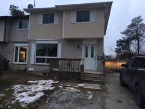 Barrie, 3 bedroom utilities included upper levels of a duplex