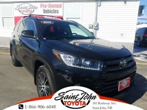 2017 Toyota Highlander SE Package, Blacked out with Nav!