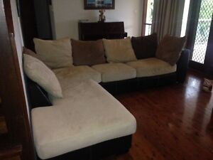 Large, comfy lounge in good condition Coal Point Lake Macquarie Area Preview