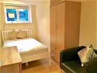 Clapham SW4 - Mon to Frid let - Bright room with own bathroom in Old Town flat.
