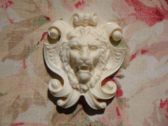 Aristocratic Lion & Shield Furniture Applique Architectural Pediment Onlay
