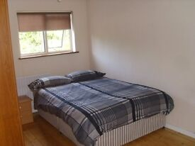 bright double bedroom Kings Hedges area