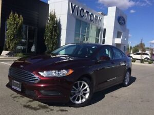2017 Ford Fusion SE, Bluetooth, Back up Cam, One owner!
