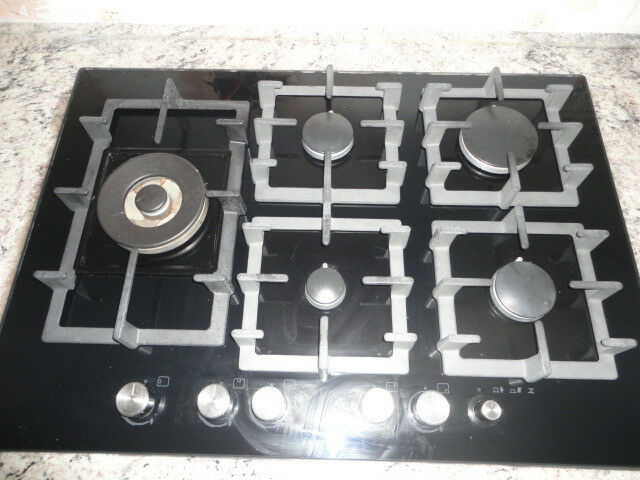Bosch gas hob, 5 burners with Wok style burner. 2 years old.