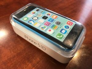 iPhone 5C - 8 gig - Unlocked - Mint Condition w/ two cases