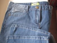 BOOTCUT JEANS - SIZE 14