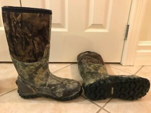 WINTER BOGS - Mens Size 7 and Woman size 6