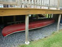 Canoé rouge`avec rames à vendre