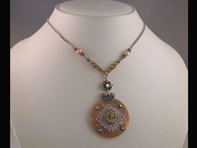 Brown Crystal Shell Cameo Pendant Necklace Set s0757