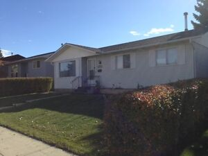3-BEDROOM MAIN FLOOR HOUSE FOR RENT IN RUNDLE-GREAT LOCATION