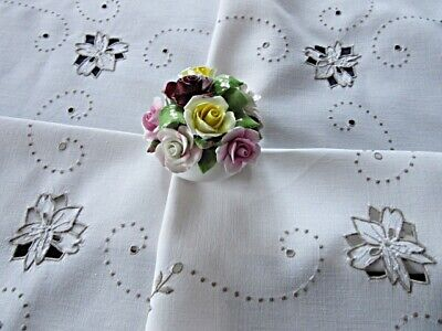 DAINTY VINTAGE LINEN MADEIRA EMBROIDERY TABLECLOTH - FLORAL CUTWORK & EYELETS