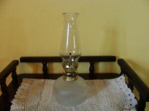 belle lampe à l'huile, en verre opaque