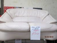 ***BARGAIN+TO CLEAR TODAY+COLLECTION ONLY 2 SEATER LEATHER CREAM SOFA+GOOD CONDITION***