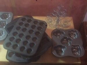 11 ASSORTED CAKE AND MUFFIN PANS