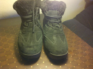 GOT YOUR WINTER BOOTS? Sorel Size 8 Winter boots!
