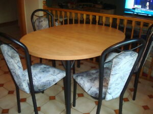 Nice table and chairs