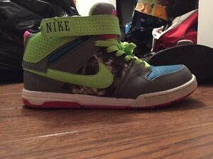 Ladies size 9 Nike sneakers