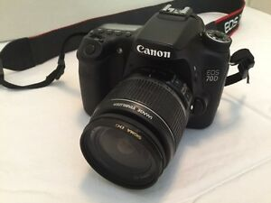 Canon EOS 70D 20.2 MP Digital SLR Camera w/ Carrying Case ++