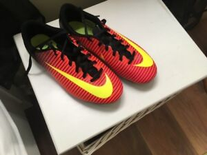 YOUTH SIZE 6 INDOOR/OUTDOOR SOCCER CLEATS