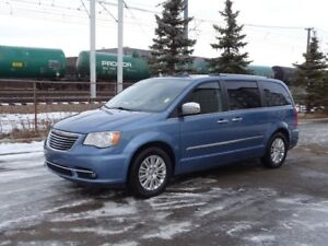 2012 Chrysler Town & Country LIMITED STOW&GO Navigation (GPS),