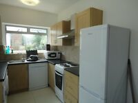 ATTENTION MIDDLESEX STUDENTS - refurbished five double bedroom house close to Middlesex University