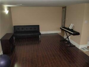 One medium single room rent near Kennedy subway