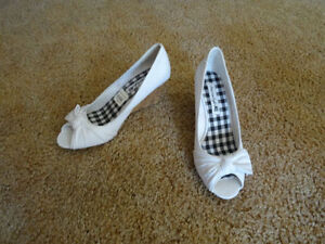 WOMEN'S SHOES WHITE NEW IN BOX 8.5
