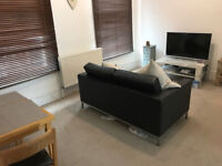 2 bed flat in Victoria available for short let