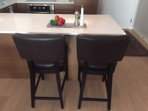 Chocolate brown leather/wood bar stools with top stitching.