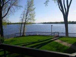 Pierrefond/Roxboro condo 3 bedrooms(3 càc),2 bathrooms,FLEUVE