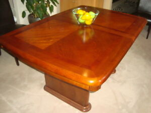 DINNING ROOM TABLE SOLID WOOD EXTENDABLE '' LIKE NEW