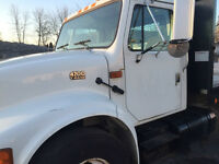 International 2002 T444E TRUCK FOR SALE