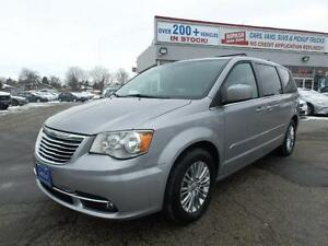2015 Chrysler Town & Country,CAMERA,LEATHER,1- OWNER ONTARIO VAN