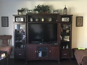 *PRICE SLASHED* 4 PC WALL UNIT