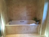 BATHROOM SUITE BATH SHOWER TOILET GLASS SINK UNIT/DRAWERS MIRROR TAPS/BLIND NOW £350
