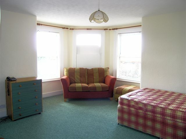 Great Studio Flat In Morden, Ideal For A Single Professional and 5 Minute Walk To Northern Line !!!