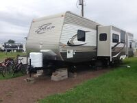 2013 Crossroads Zinger 33BH Travel Trailer with Island