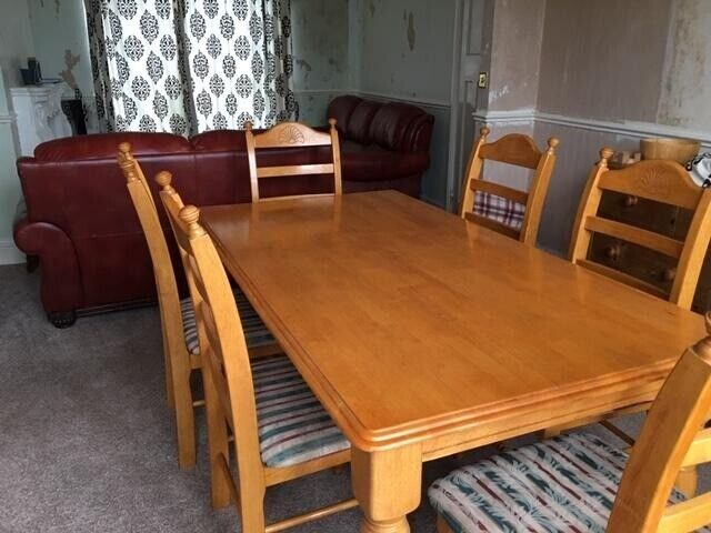 Peachy 6 Seater Dining Table And Padded Chairs In Brigg Lincolnshire Gumtree Unemploymentrelief Wooden Chair Designs For Living Room Unemploymentrelieforg